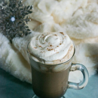 This Rosemary Gingerbread Latte is the perfect cozy winter drink with warm spices and a lovely aroma that will put you in a holiday mood instantly! | thelastcookie.ca