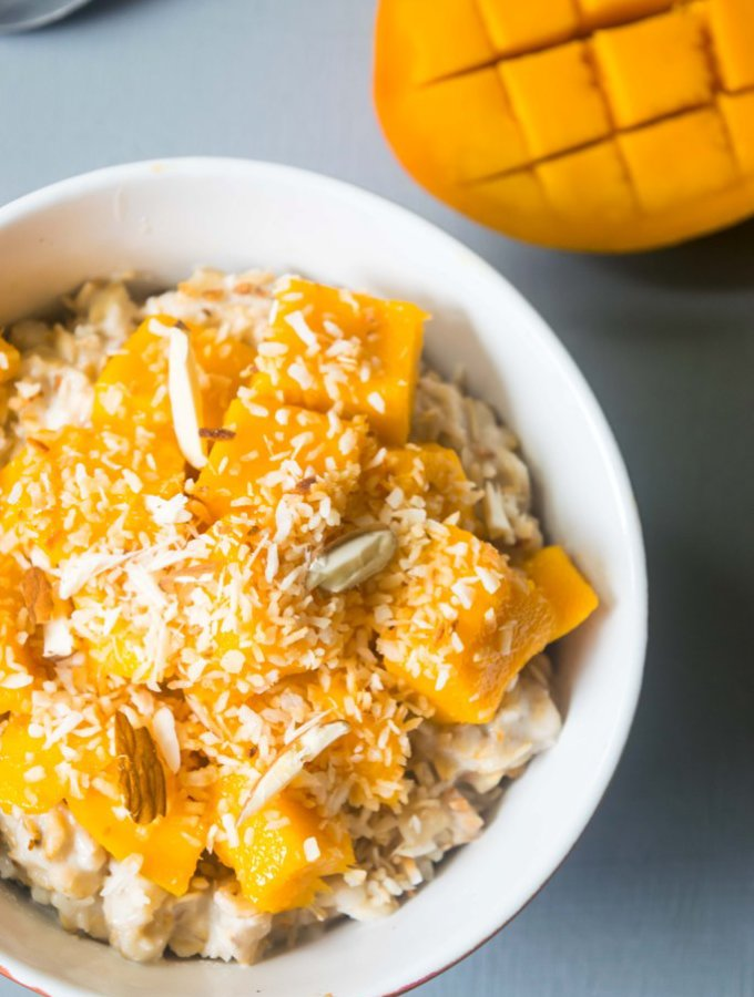 This vegan coconut mango oatmeal will transport you to a tropical paradise! This creamy oatmeal is a filling, healthy and incredibly delicious breakfast. | thelastcookie.ca